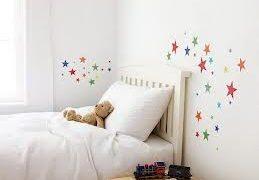 In decal trang trí tường phòng ngủ
